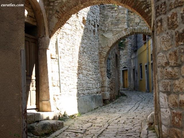 borghi-medievali-di-valle-distria