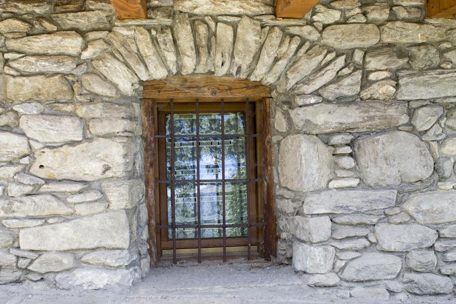 muri-a-secco-casa-in-pietra-1