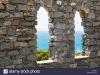 vista-al-mar-por-el-viejo-castillo-de-piedra-windows-portovenere-italia-c87fee