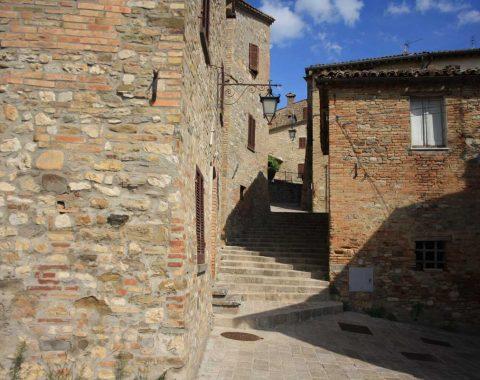 vicolo-montone-umbria-480x380